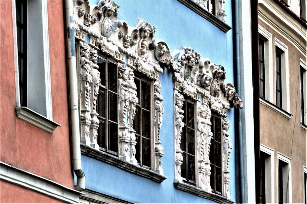 Lublin. Rynek 12. Manierystyczna fasada kamienicy Konopiców. Realizacja zapewne pomiędzy 1597 a 1608 r. Fot. Jerzy S. Majewski