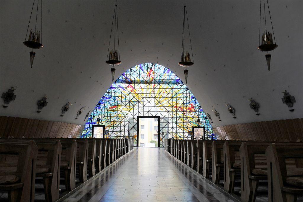 Kalisz. Kościół Miłosierdzia Bożego. Widok wnętrza w kierunku głównego wejścia. Fot. Jerzy S. Majewski