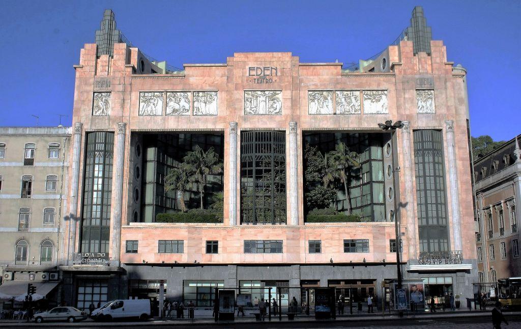01-lizbona-teatro-eden-po-przebudowie-dokonanej-przed-15-laty-pierwotny-projekt-budynku-arch-cassiano-branco-i-carlo-florencio-dias-fot-jerzy-s-majewski