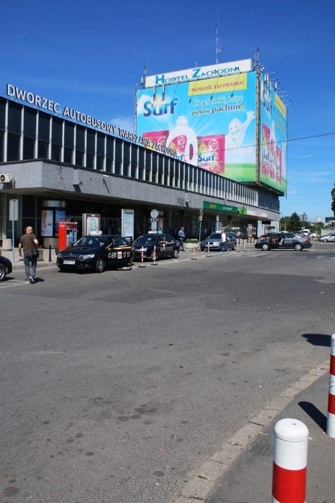 03-warszawa-dworzec-autobusowy-zachodni-niska-czesc-z-hala-i-wysoka-biurowo-hotelowa-fot-jerzy-s-majewski