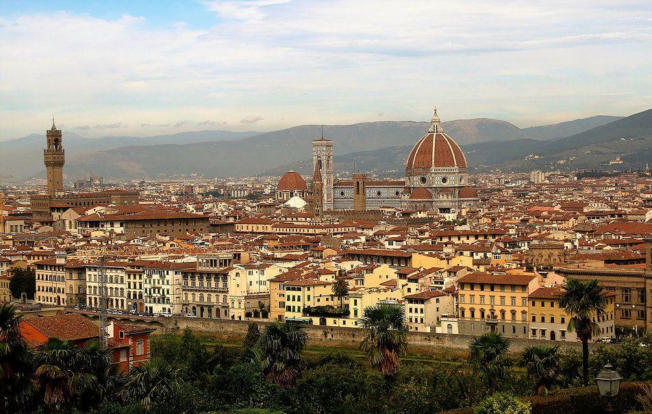 Florencja położona jest w dolinie rzeki Arno wypływającej z Apeninów Toskańskich. Od XII wieku miasto nawiedziło ponad 50 powodzi, w tym sześć wielkich. Fot. Jerzy S. Majewski