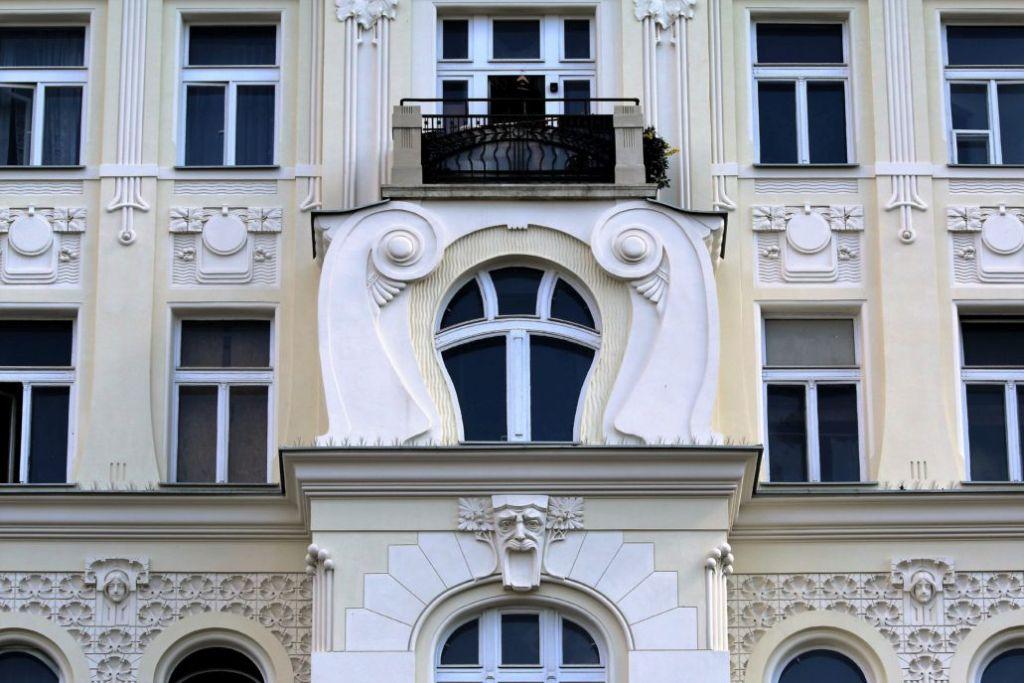 Warszawa. Kamienica Rakmana w Al. Jerozolimskich 47. Projekt Ludwik Panczakiewicz. 1905-1906 wykusz. Fot. Jerzy S. Majewski