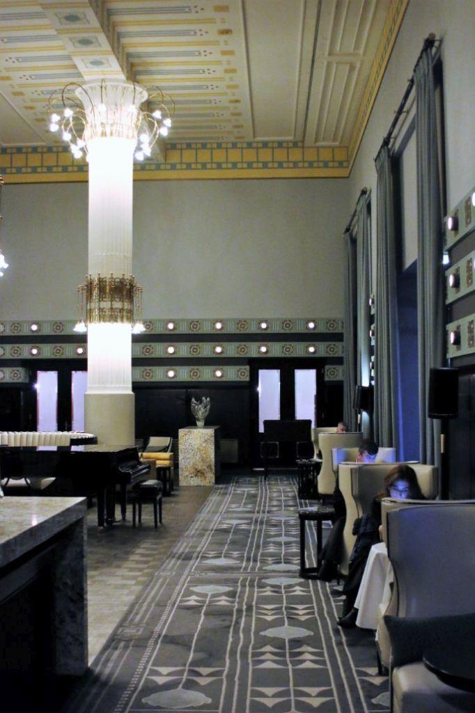 Warszawa Hotel Bristol. Sala Malinowa. Projekt Otto Wagner junior. 1899-1900. Fot. Jerzy S. Majewski