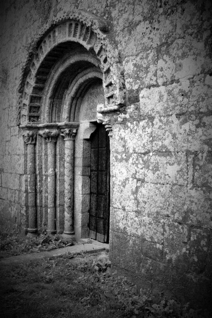 Melide. Romański portal kościoła st. Maria de Melide. Fot. Jerzy S. Majewski