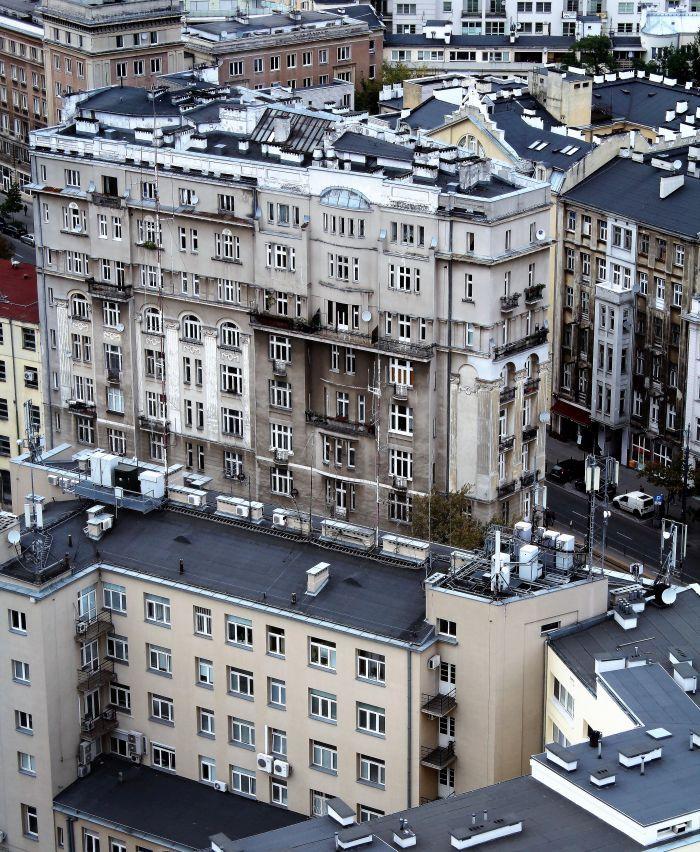 Warszawa. Kamienica przy Marszałkowskiej 1. Na dachu widać świetlik. Fot. Jerzy S. Majewski