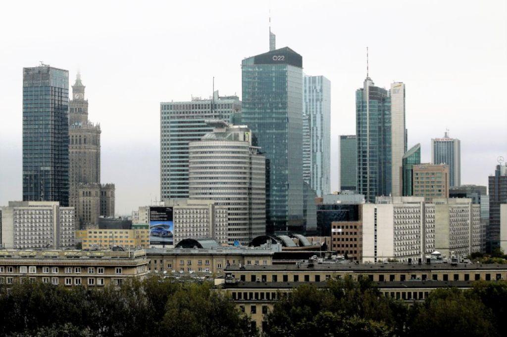 Panorama centrum z wieży kościoła św. Augustyna. Pośrodku nowy wieżowiec Q22. Październik 2016. Fot. Jerzy S. Majewski