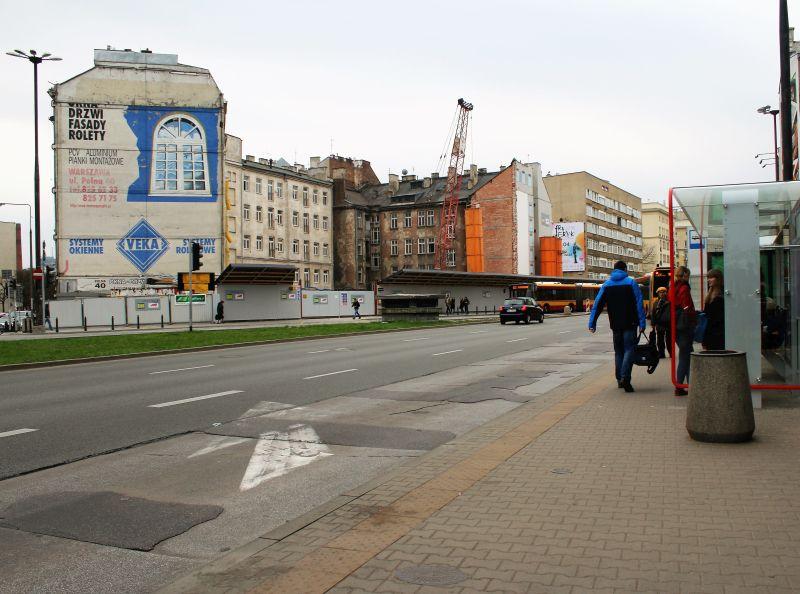 Warszawa. Polna 40. Tak wyglądała ściana szczytowa kamienicy przy Polnej 40 (z lewej) w kwietniu 2016 r. Fot. Jerzy S. Majewski