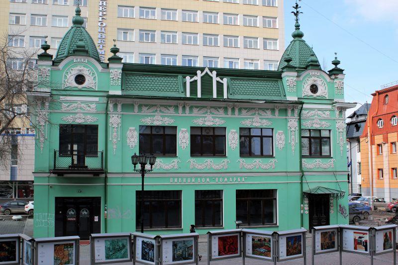 Jekaterynburg. Pozostałości dawnej, murowanej zabudowy miasta przy zamienionej w deptak ulicy Wajnera. Fot. Jerzy S. Majewski