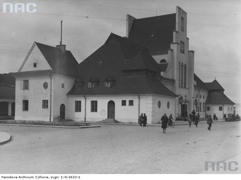 Dworzec kolejowy Gdynia Główna przy Pl. Konstytucji. Projekt Romuald Miller. 1923-26. Fot. NAC