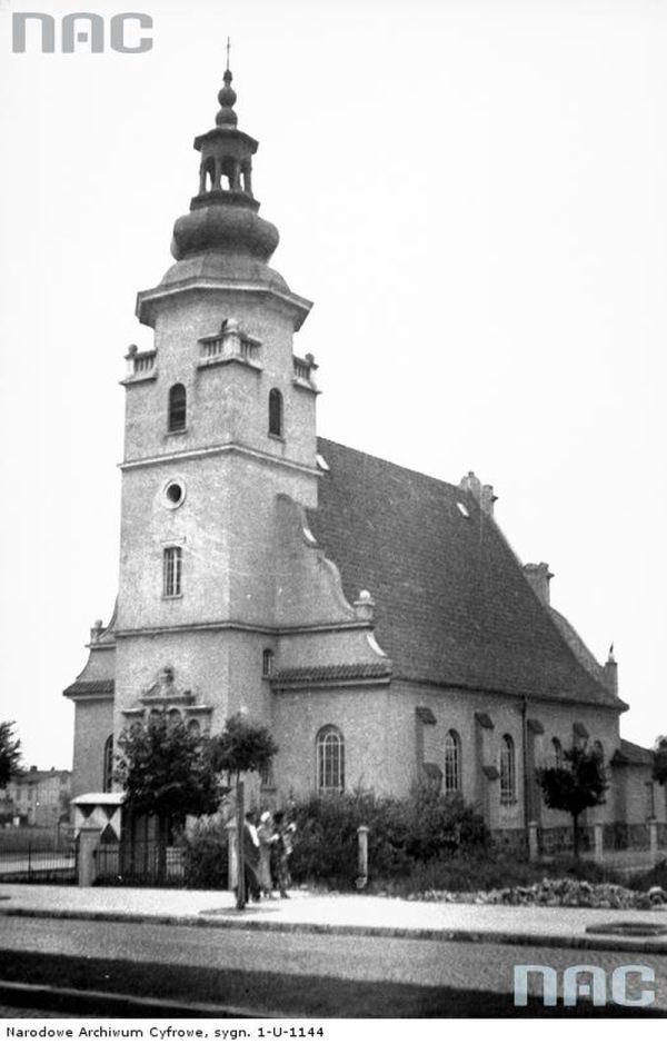 Gdynia. Świętojańska 23. Kościół NMP. Projekt Roman Wojtkiewicz, Marian Baranowski 1922-27. Fot. NAC