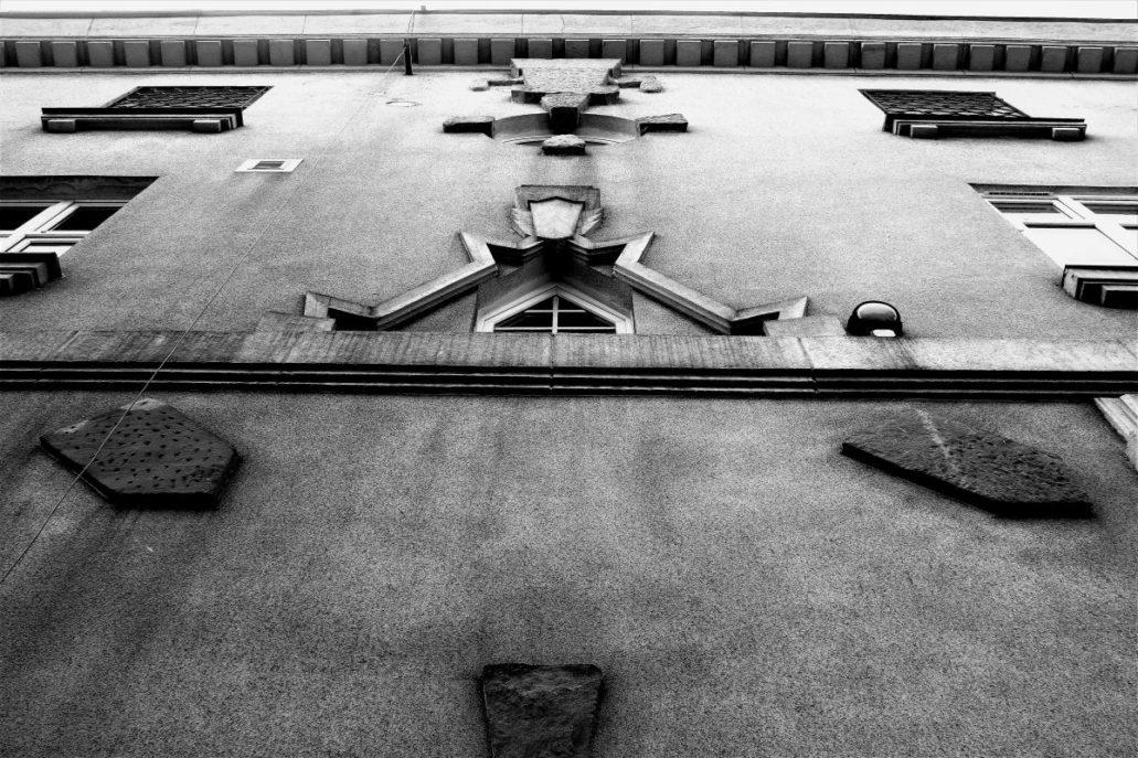 Gdynia. Waszyngtona 44 (pierwotnie Nabrzeżna) Gmach Żeglugi Polskiej. Projekt Adam Ballenstedt. 1927-29. Fragment elewacji. Fot. Jerzy S. Majewski