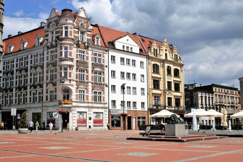 Bytom. Fragment Rynku z oryginalnym odlewem lwa ustawionym tu ponownie w 2008 r. Fot. Jerzy S. Majewski