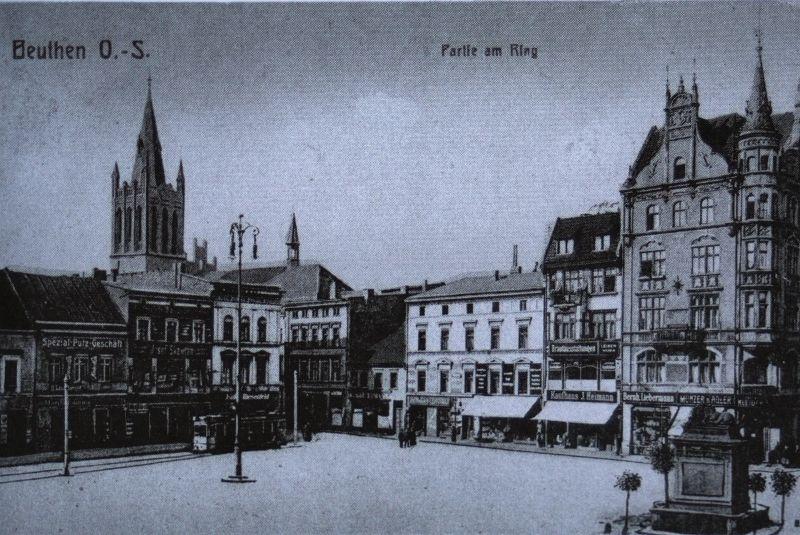 Rynek w Bytomiu przed pierwszą wojną światową. Z prawej u dołu widoczny pomnik wojny francusko-pruskiej z lwem. Pocztówka