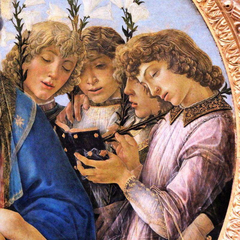Sandro Botticelli. Madonna Raczyńskiego. Tondo, ok 1477. Berlin, Gemäldegalerie. Aniołowie towarzyszący Marii śpiewają psalmy odczytując ich słowa z modlitewników. Fot. Jerzy S. Majewski