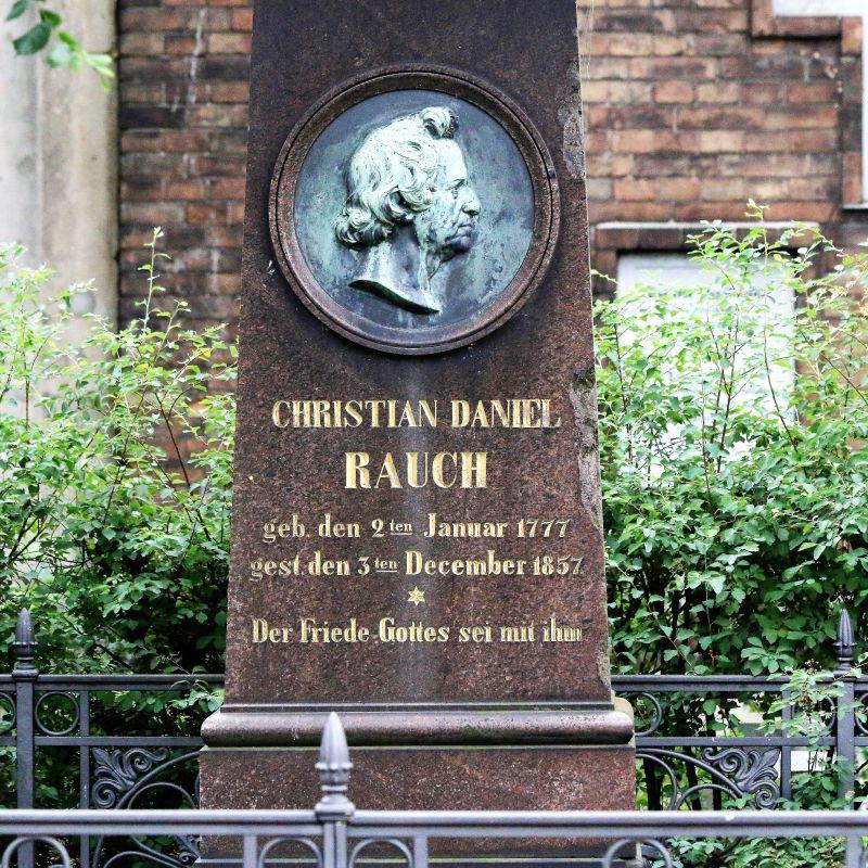 Berlin. Cmentarz dzielnicy Dorotheenstadt. Fragment grobowca Christiana Daniela Raucha. Fot. Jerzy S. Majewski