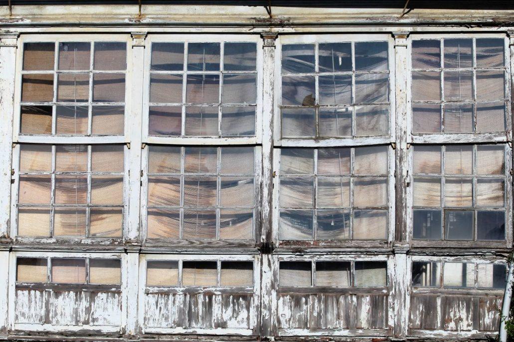 Lugo. Zaniedbana weranda jednego z domów widziana z rzymskiego muru obronnego. Fot. Jerzy S. Majewski