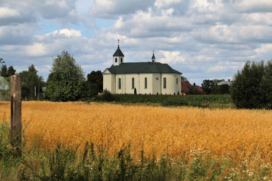 Kościół we wsi Osowiec. Fot. Jerzy S. Majewski