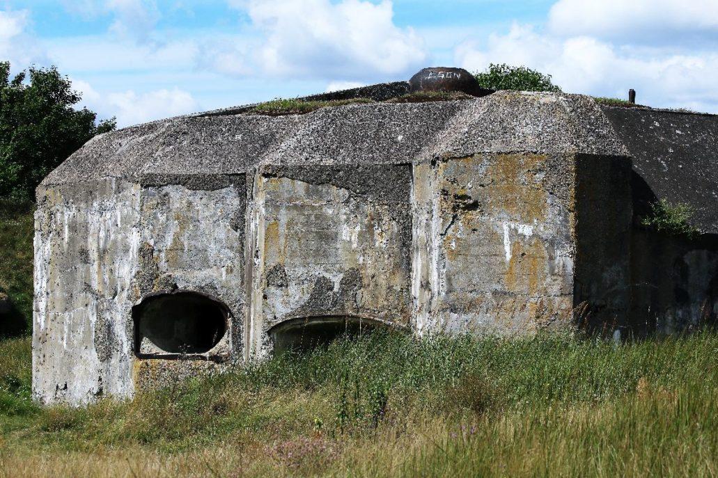 Osowiec. Bunkier Fortu II z widocznymi otworami artyleryjskimi. Fot. Jerzy S. Majewski