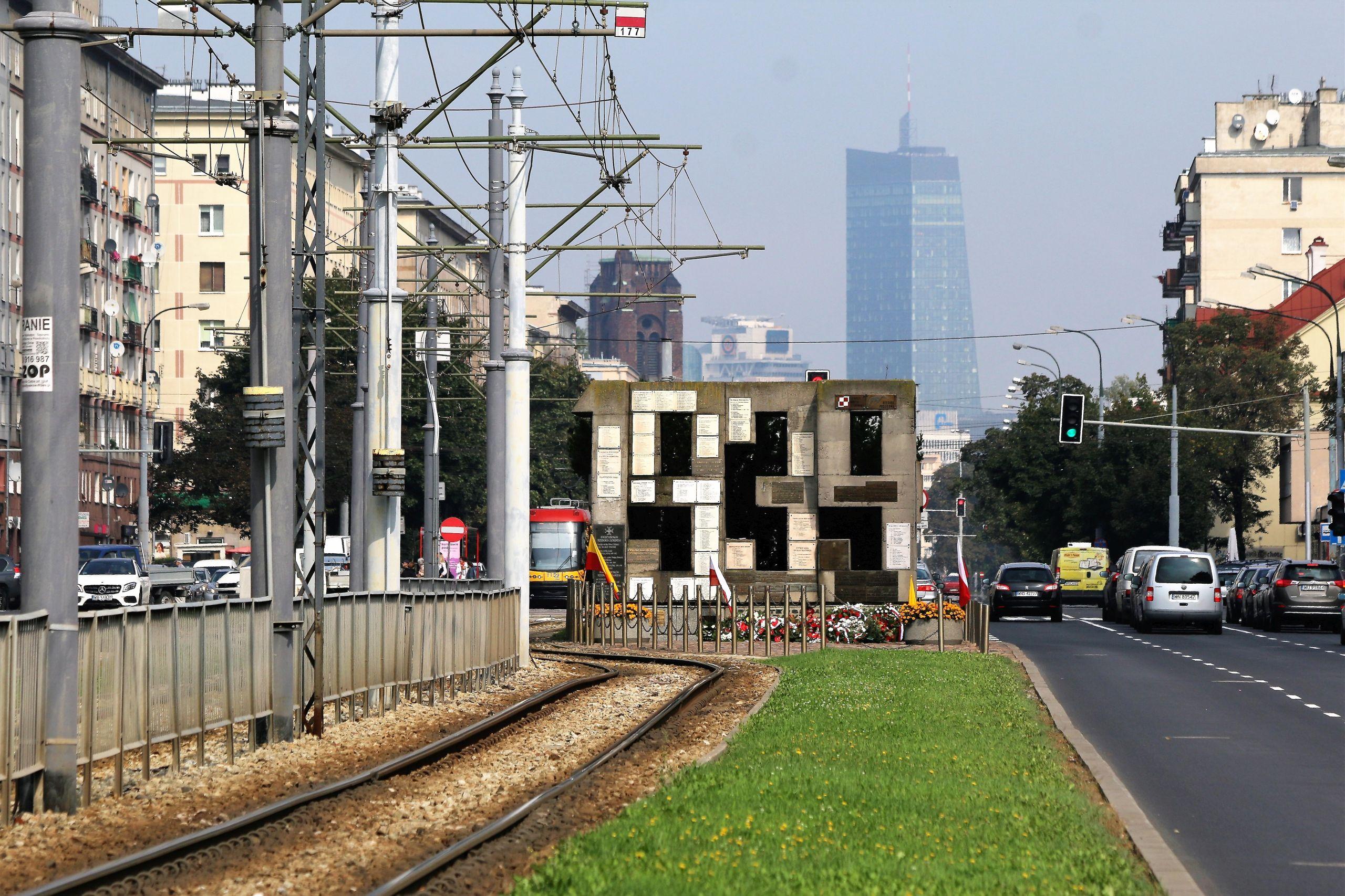 Warszawa. pomnik barykady przy Grójeckiej. Fot. Jerzy S. Majewski