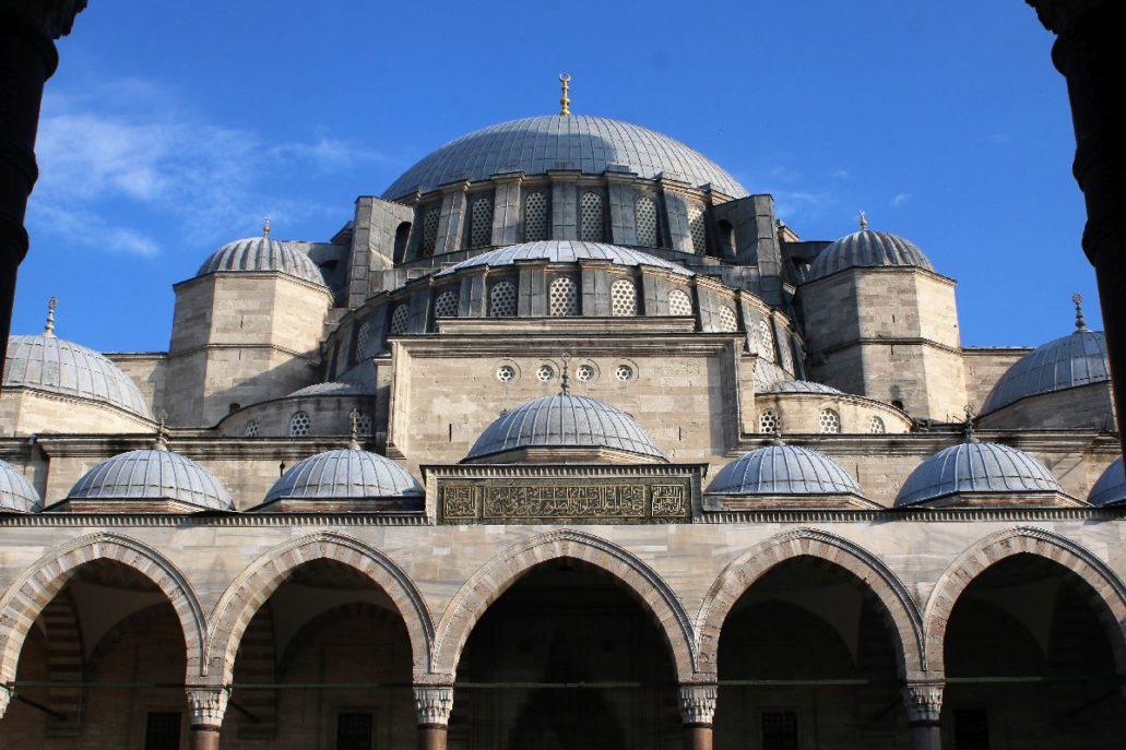 Stambuł. Meczet Sulejmana Wspaniałego wzniesiony w latach 1550-1557 wg projektu architekta Sinana. Fot. Jerzy S. Majewski