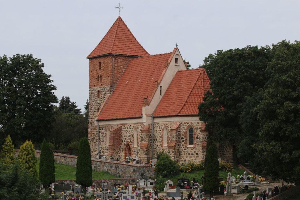 Przeczno. Kościół Podwyższenia Krzyża Świętego. Ukończony 1300. Fot. Jerzy S. Majewski