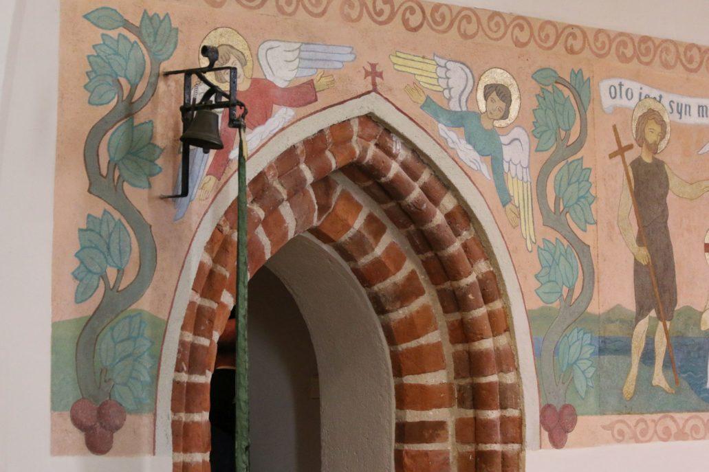 Przeczno. Kościół Podwyższenia Krzyża Świętego. Portal w prezbiterium. Fot. Jerzy S. Majewski