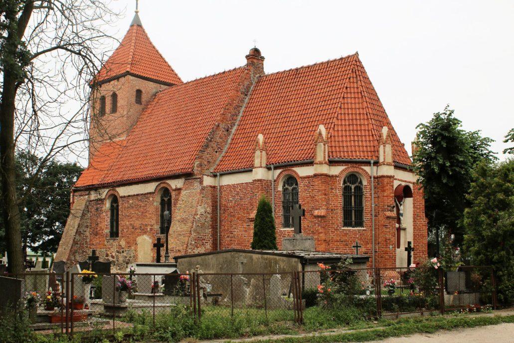 Świerczynki. Kościół św. Jana Chrzciciela. Wzniesiony na przełomie XII i XIV w. Fot. Jerzy S. Majewski .