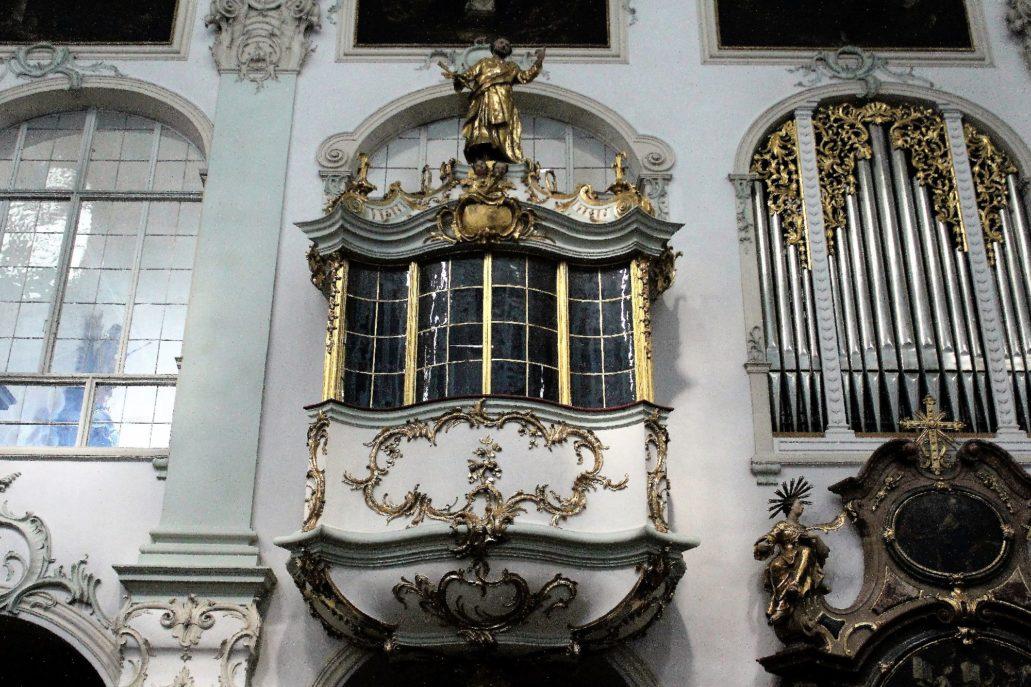 Salzburg. Rokokowy wykusz w romańskim kościele św. Piotra. Fot. Jerzy S. Majewski