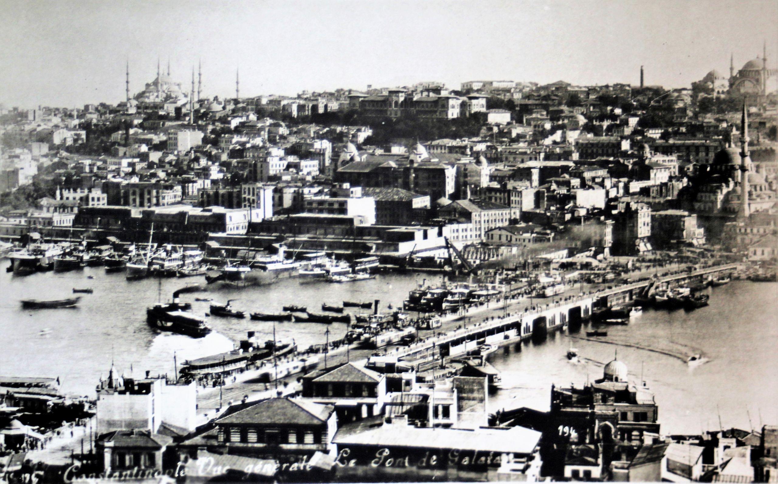 Stambuł. Most Galata w latach międzywojennych. Pocztówka ze zbioru autora