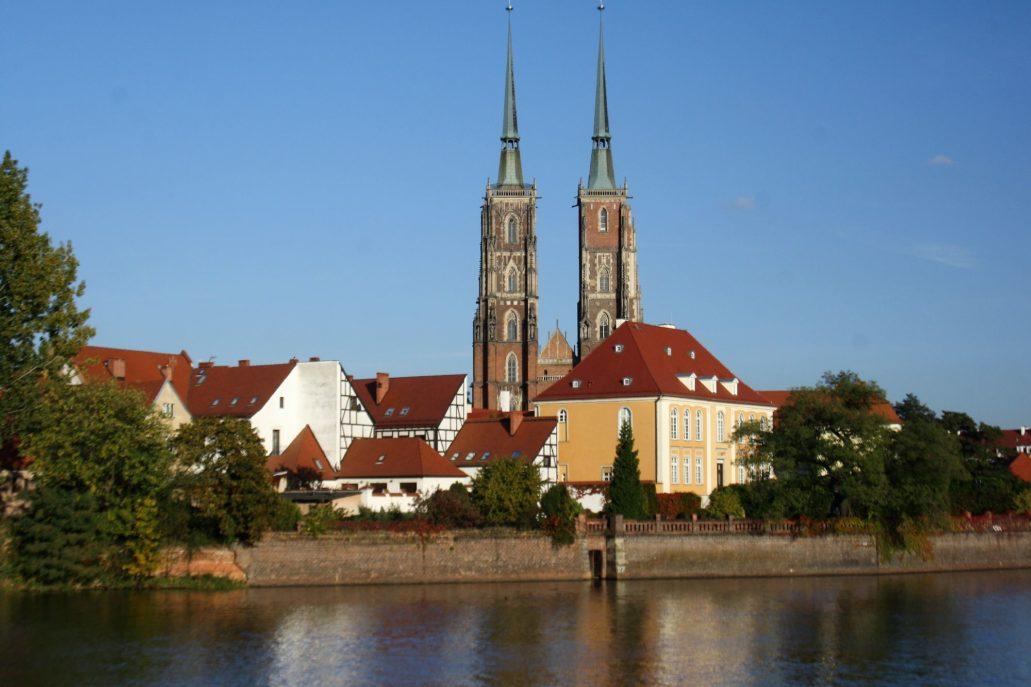 Wrocław. Współczesny widok katedry z odbudowanymi hełmami wież. Fot. Jerzy S. Majewski