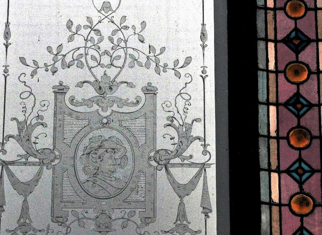 Toruń. Piastowska 5. Okno z trawionego szkła zna klatce schodowej. Sąsiaduje z witrażem. Motyw portretu powtarza się na kolejnych piętrach choć w obramieniu roślinnym można dostrzec różnice. Fot. Jerzy S. Majewski