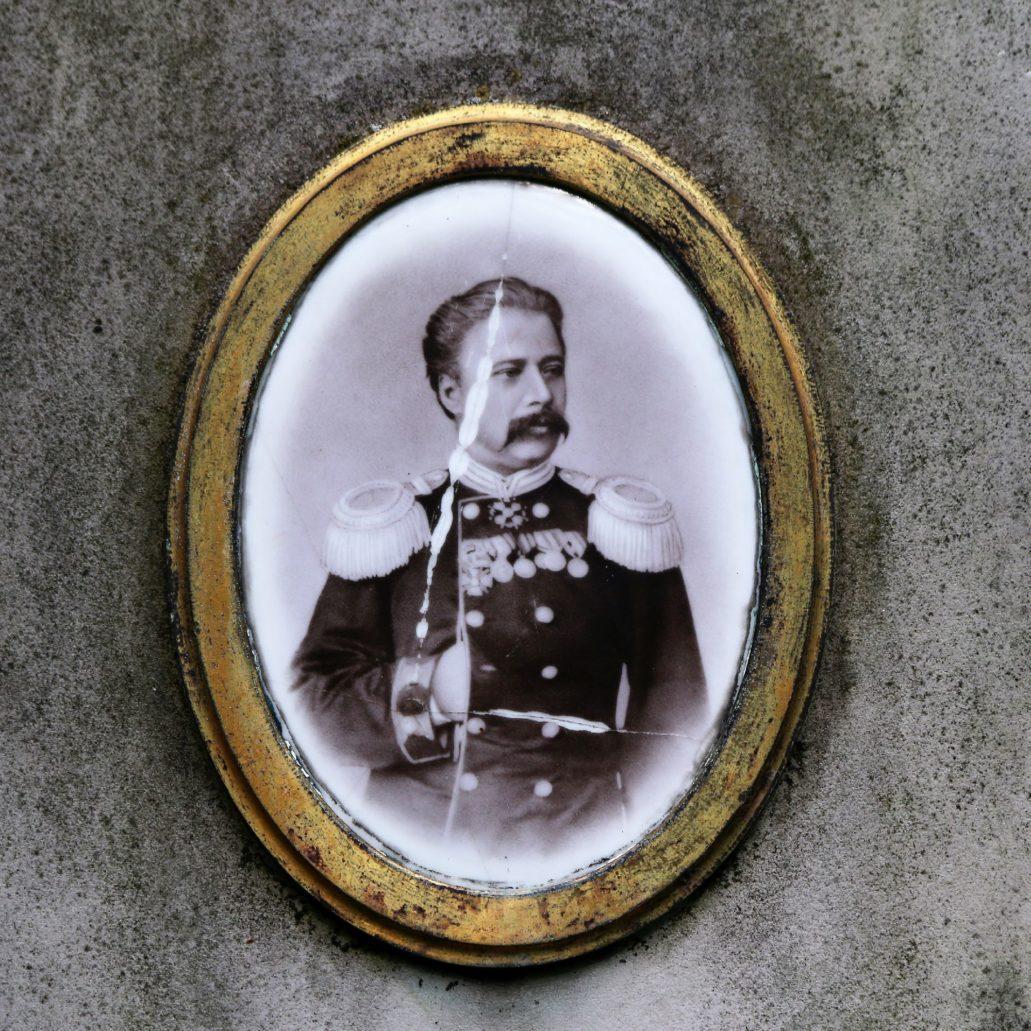 Warszawa. Cmentarz Prawosławny. Rosyjski oficer, którego nazwiska nie udało mi się ustalić Fot. Jerzy S. Majewski