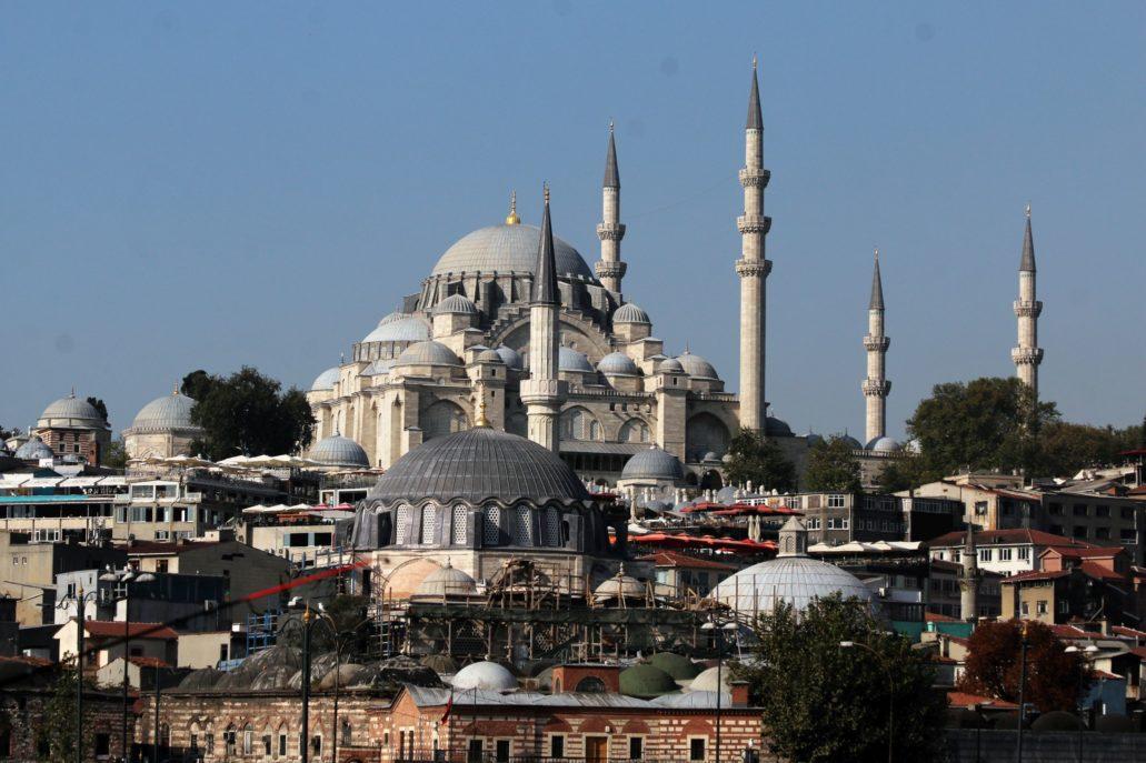Stambuł. Widok z mostu na Meczet Sulejmana Wspaniałego z lat 1550-57 (w głębi). Fot. Jerzy S. Majewski