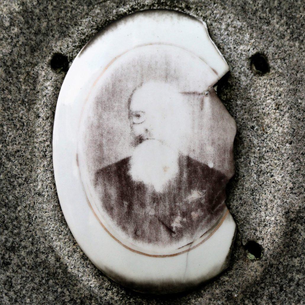Warszawa. Cmentarz Prawosławny. Grigorij Fiodorowicz Simonienko (1842-1905), w latach 1892 – 1900 dziekan wydziału prawa Uniwersytetu Cesarskiego. Fot. Jerzy S. Majewski