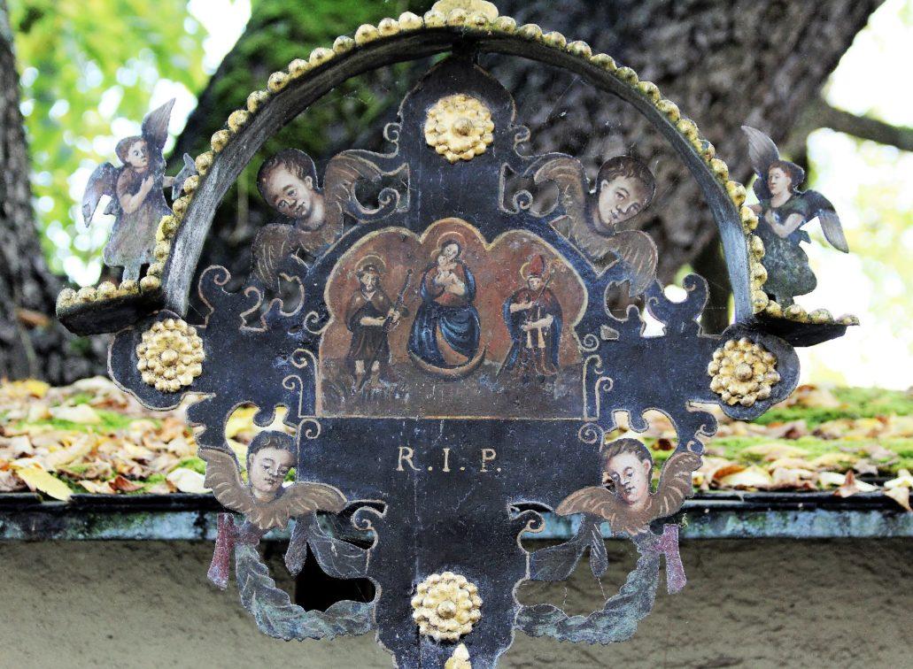 Salzburg. Cmentarz przy klasztorze benedyktynów Nonnberg. Malowidło na blasze. Fot. Jerzy S. Majewski
