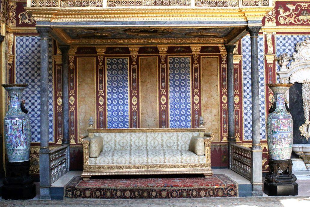 Stambuł. Pałac Sułtański Topkapi. Harem. Sala Sułtana. Wnętrze odbudowane w duchu baroku po pożarze w 1665 r. zdobią kafle sprowadzone z Delft w Holandii. Fot. Jerzy S. Majewski
