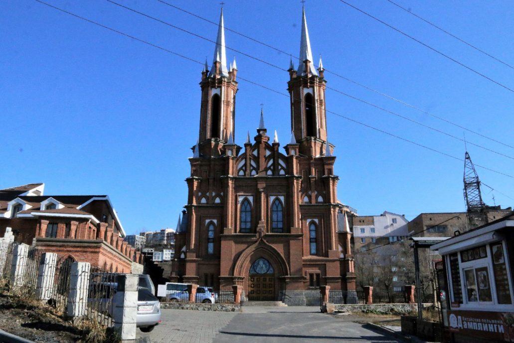 Władywostok. Neogotycki kościół NMP przy ul. Wołodarskiego 22. Widok fasady. Fot. Jerzy S. Majewski