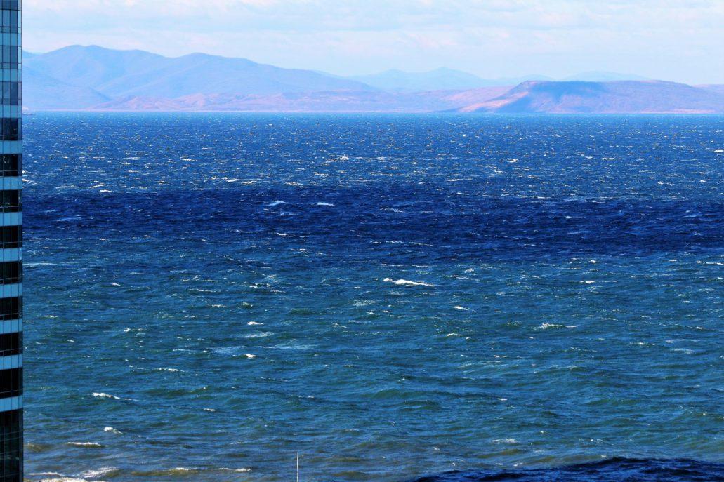 Władywostok. Swietłańska kończy, a może raczej zaczyna się od widoku na Zatokę Amurską. Fot. Jerzy S. Majewski