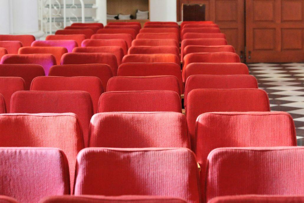 Władywostok. Kościół NMP. Fotele teatralne kupione do kościoła w cenie po 4 ruble za sztukę. Fot. Jerzy S. Majewski