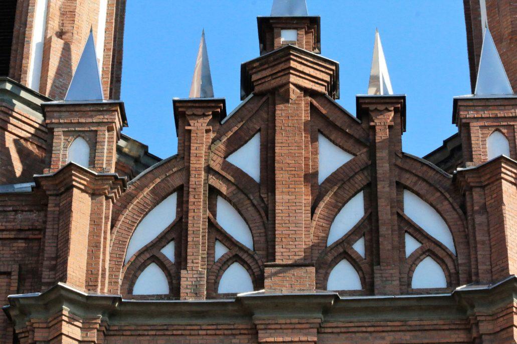 Władywostok. Kościół NMP. Fragment szczytu w fasadzie. Fot. Jerzy S. Majewski