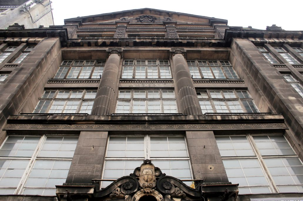 Łódź. Piotrkowska 96. Ogromne okna w fasadzie domu Simensa. Fot. Jerzy S. Majewski