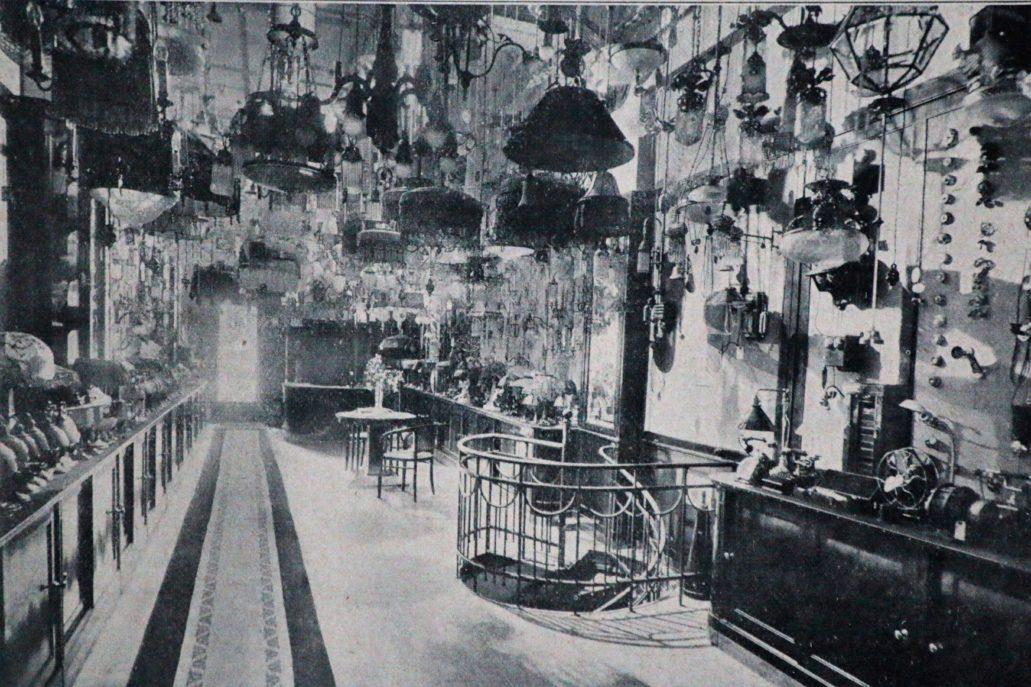 Łódź. Piotrkowska 96. Wnętrze sklepu Siemensa w 1914 r. Il. wg Świat 1914.