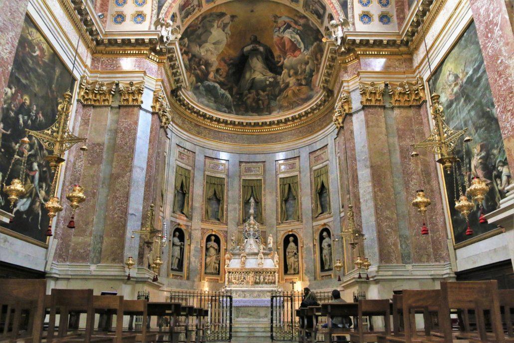 Bolonia. St. Domenico, barokowa kaplica św. Dominika z ołtarzem relikwiarzem św. Dominika pośrodku. Kaplica powstała w XVII w., w miejscu starszej, gotyckiej, wg projektu Floriano Ambrosiniego. W apsydzie Chwała św. Dominika Giudo Reniego (1613-1615). Fot. Jerzy S. Majewski