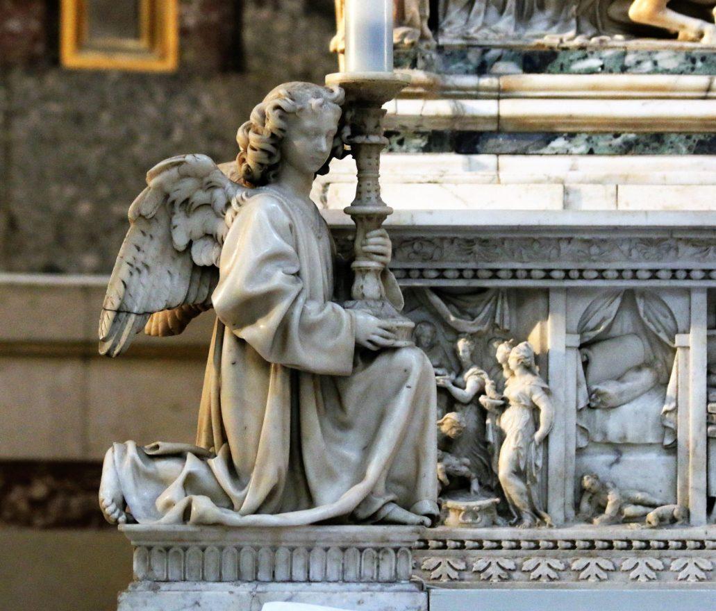 Bolonia. St. Domenico. Grobowiec św. Dominika. Nieco statyczny, lewy anioł autorstwa Niccolò dell'Arca. Fot. Jerzy S. Majewski