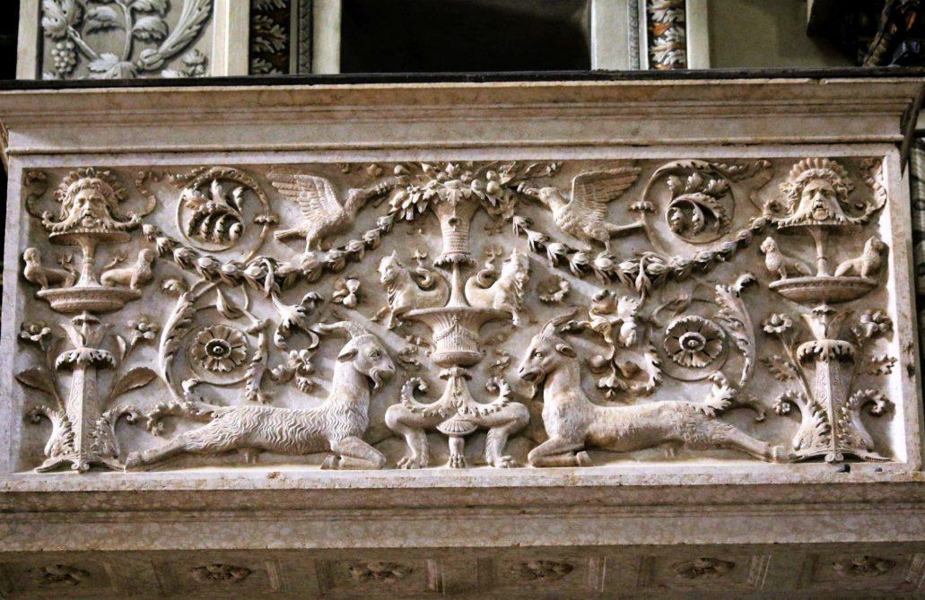Mantua Bazylia San Andrea. Dekoracja na płycie renesansowej ambony. Fot. Jerzy S. Majewski