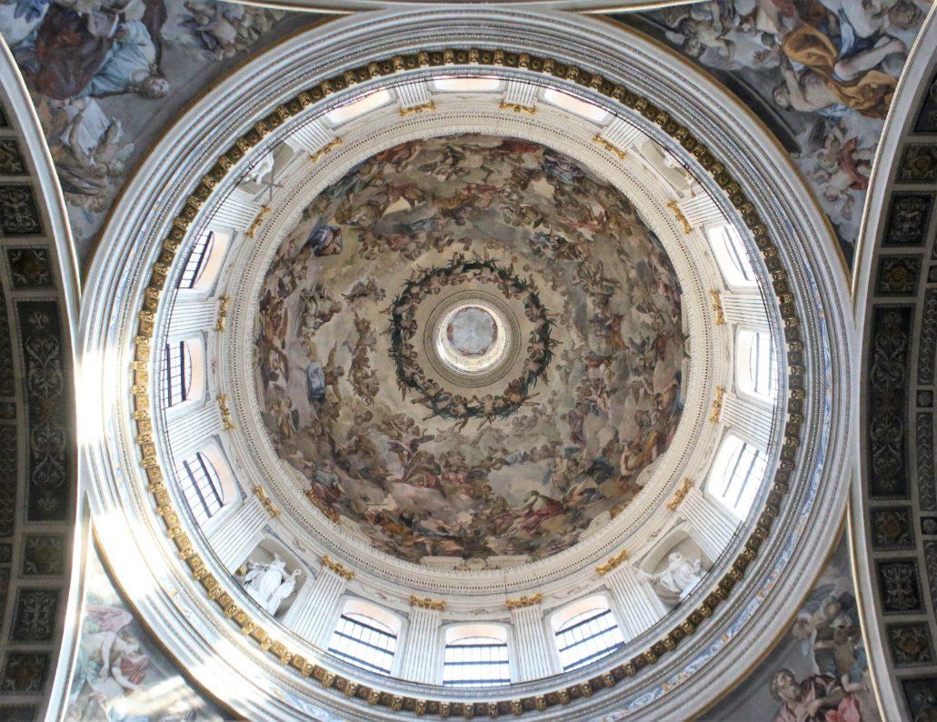 Mantua. Bazylika San Andrea. Podniebienie kopuły wystawionej w latach 1732-82 wg projektu Filippo Juvarry. Architekt wzorował się na kopule Borrominiego bazyliki S. Andrea delle Fratte w Rzymie.