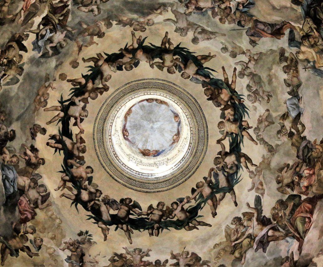 Mantua. Bazylika San Antonio. Anioły wymalowane w zwieńczeniu kopuły przez Paolo Pozzo. Fot. Jerzy S. Majewski
