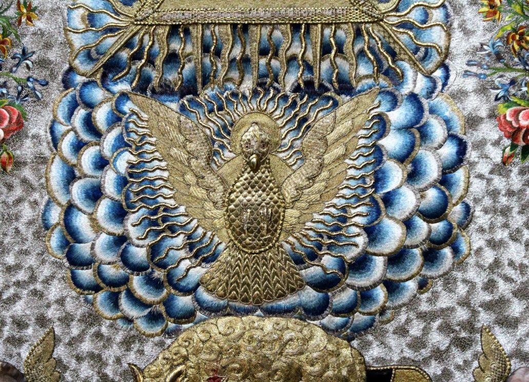 Warszawa. Kościół Wizytek. Antepedium z symbolami Trójcy Świętej. Gołębica. Symbol Ducha Świętego. Fot.: Jerzy S. Majewski