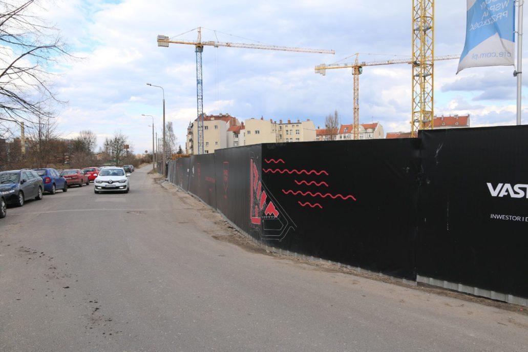 """Gdańsk. """"Riverview"""". Widok na budowę od strony ulicy Na Stępce. Fot. Jerzy S. Majewski"""