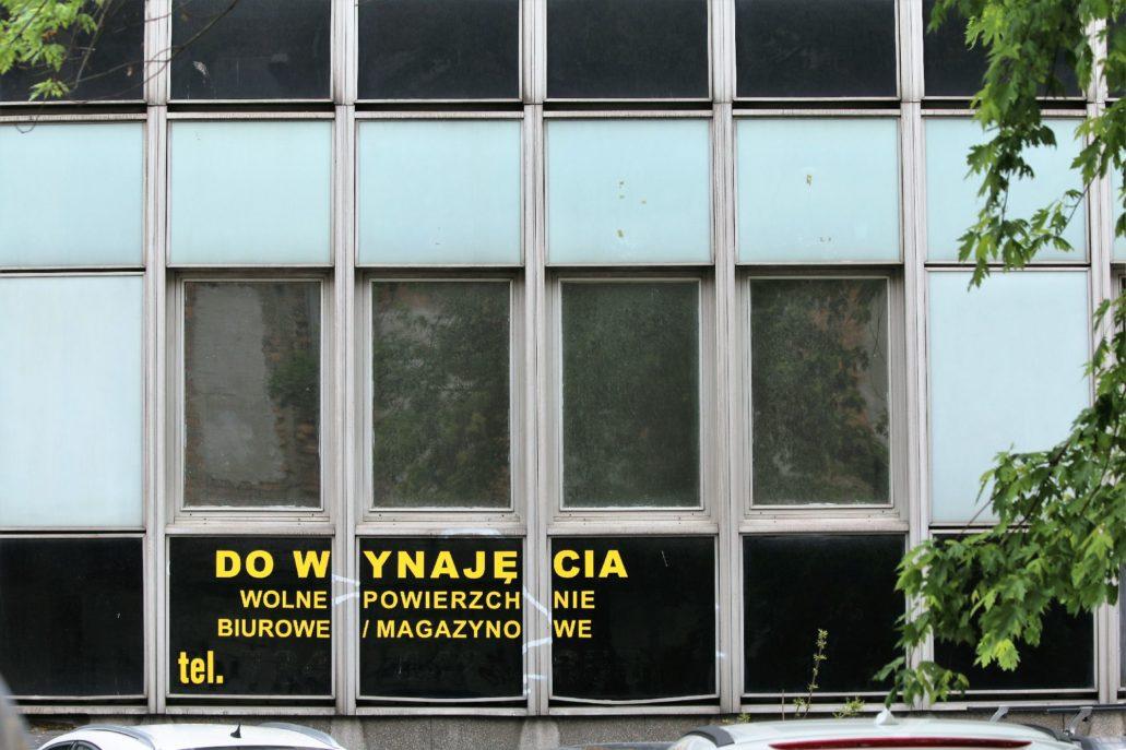 Warszawa. Miedziana. fragment szklanej elewacji biurowca typu Lipsk. Fot. Jerzy S. Majewski